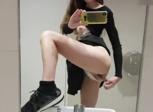 MissAlice Quickie in Public Wc