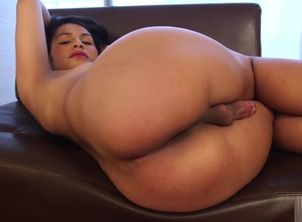 Mexican ladyboy Naidu Fox makes solo